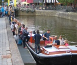 Het mooie van Leeuwarden vanaf het water, de geschiedenis vanaf een praam.